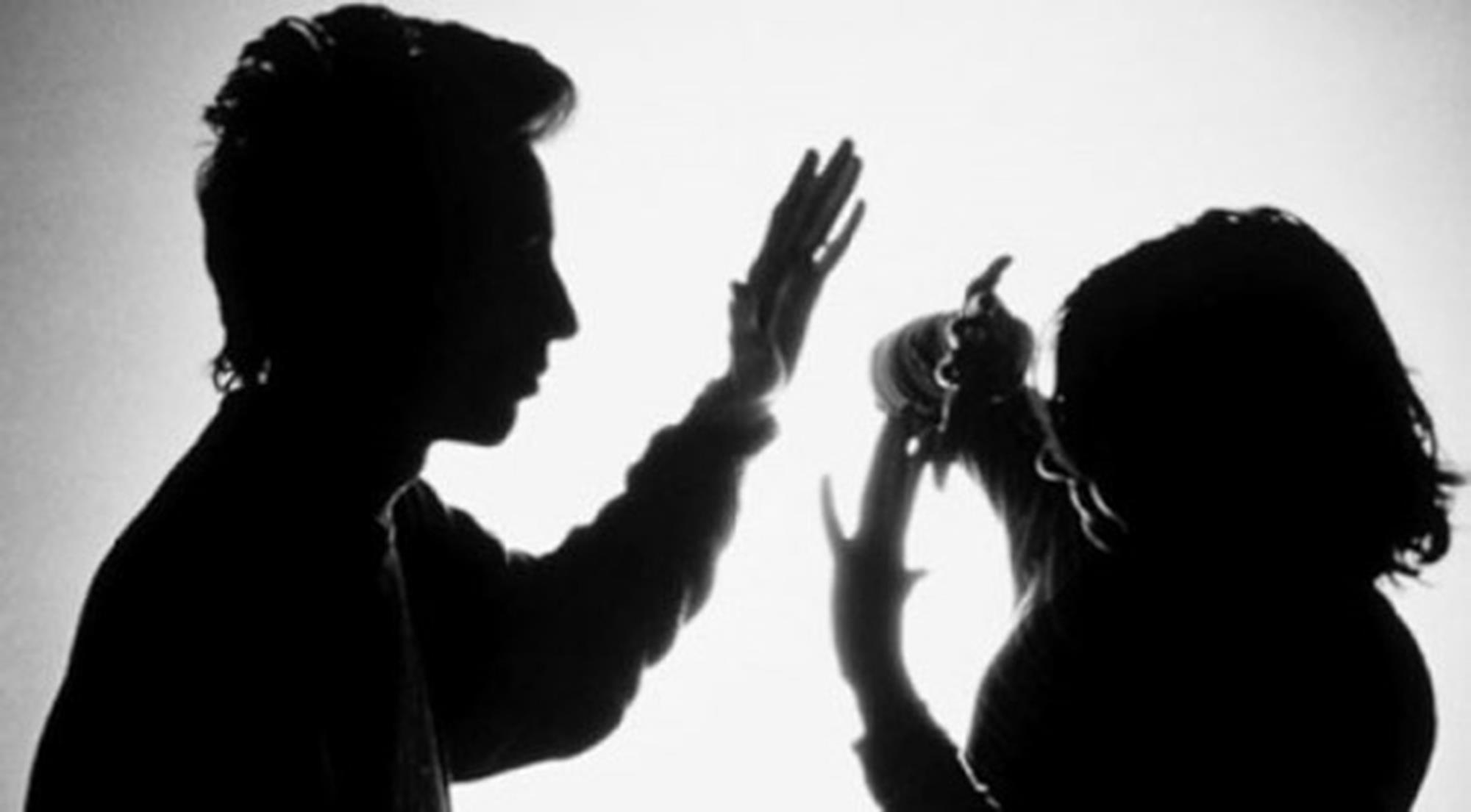 Ly hôn do bị chồng bạo hành được không? Hồ sơ ly hôn cần những gì?
